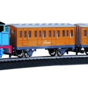Bachmann Trains – Thomas & Friends Thomas with Annie and Clarabel Ready To Run Electric Train Set – HO Scale 41LaysOt6SL
