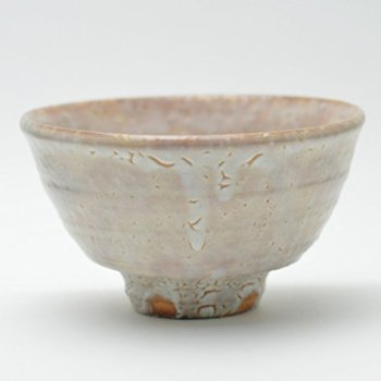 Hagi yaki Japanese ceramic. Japanese matcha chawan tea bowl made by Zenemon Sakakura. Wooden box.