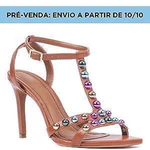 Pré-venda: Envio a partir de 10/10. Sandalia Cosmos Bico Folha Salto Alto Fino Bolinhas Coloridas Caramelo