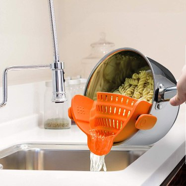 strain pasta fast Cooking gadgets; Little helpers to make meals in no time [TIME-SAVER]