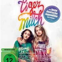 Tigermilch / Regie u. Drehbuch: Ute Wieland nach einem Buch von Stefanie de Velasco. Darst: Flora Thiemann, Emily Kusche, Narges Rashidi (...)