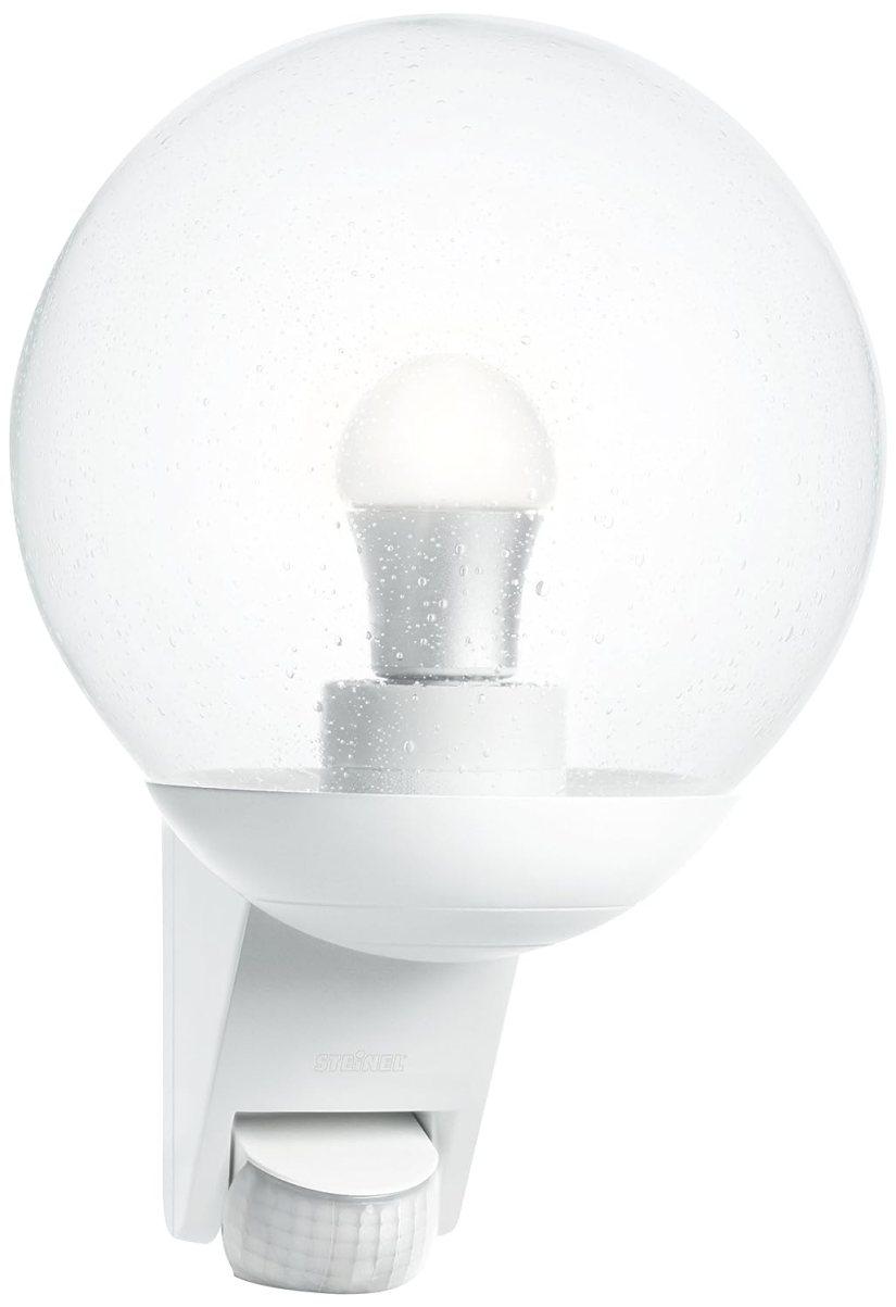 Steinel propose des systèmes d'éclairage extérieur avec détecteur de mouvement