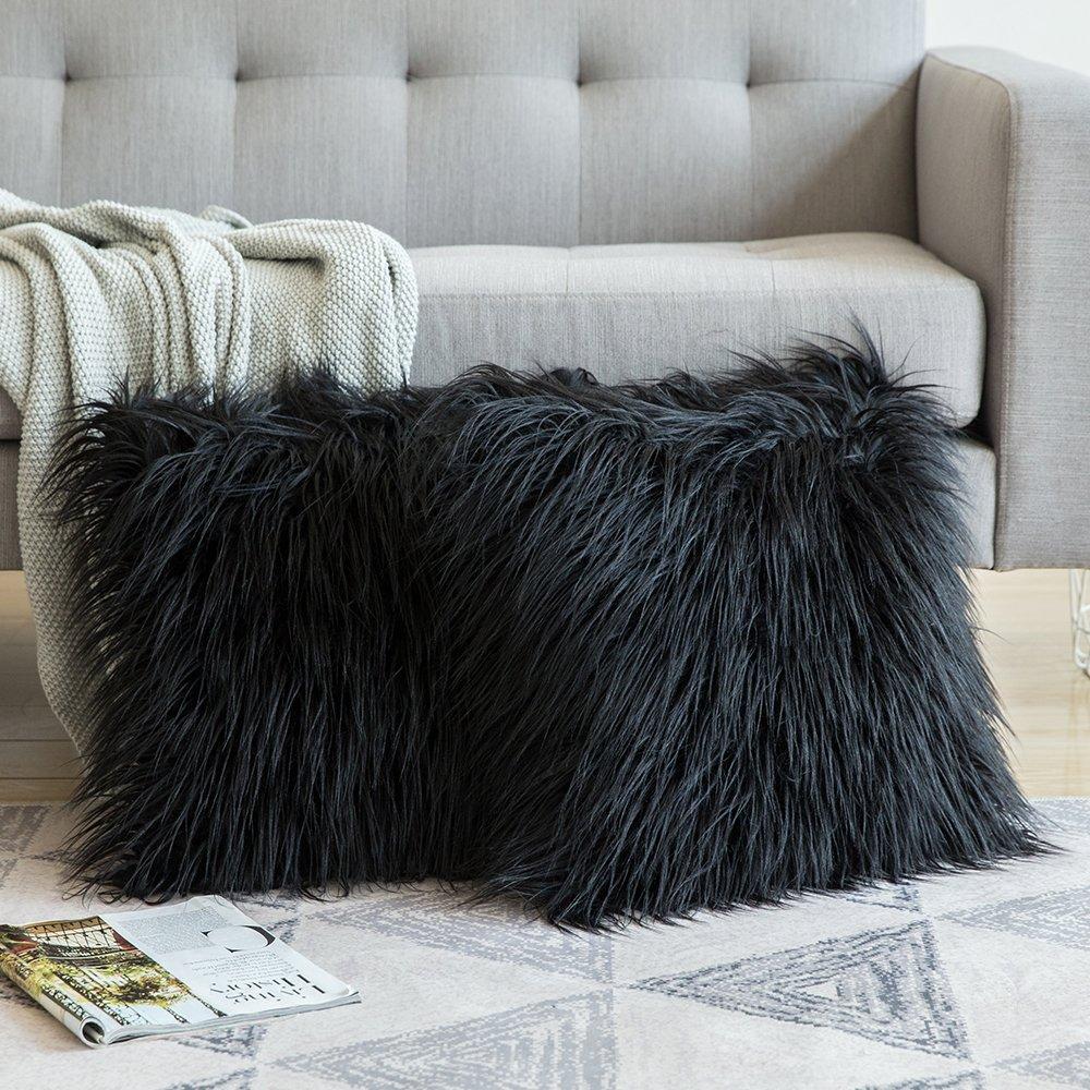 Cogin peludo color negro para la sala o habitacionhttps://amzn.to/2EeWYne