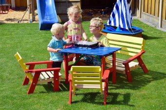 dobar Kindersitzgarnitur mit Kindertisch Kindersitzbank und zweimal Kinderstuhl, mehrfarbig von dobar