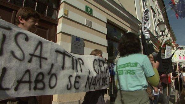 Protest na ljubljanskih ulicah: 'Tisa, TTIP, Ceta – slabo se nam obeta' (2/4)