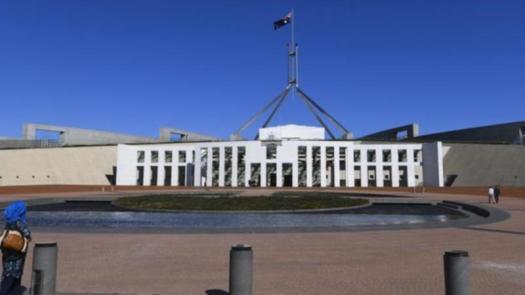 Pay frozen for MPs and public servants | 7NEWS.com.au