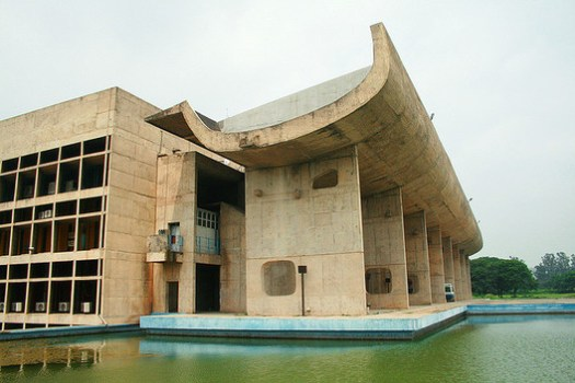 Palace of the Assembly at Chandigarh. Image © <a href='https://www.flickr.com/photos/70608042@N00/1321525329'>Flickr user chiara_facchetti</a> licensed under <a href='https://creativecommons.org/licenses/by-sa/2.0/'>CC BY-SA 2.0</a>
