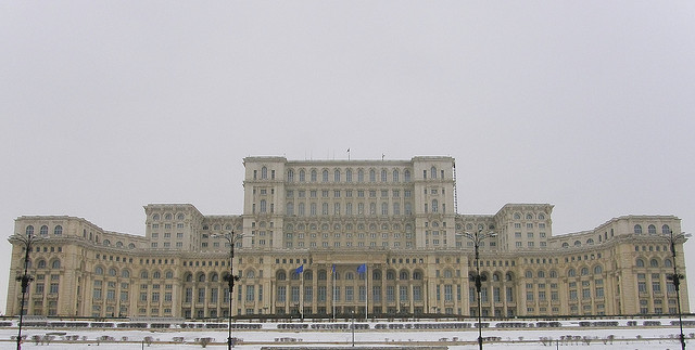 Los más increíbles (y desconocidos) edificios alrededor del Mundo,Palacio del Parlamento de Bucarest. Via Flickr CC user. Imagen © Gaspar Serrano