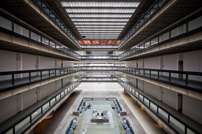 The Bell Labs building in Holmdel, NJ after its abandonment.
