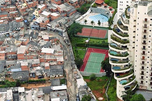 Via macacovelho.com.br. ImageParaisópolis, São Paulo - Brazil