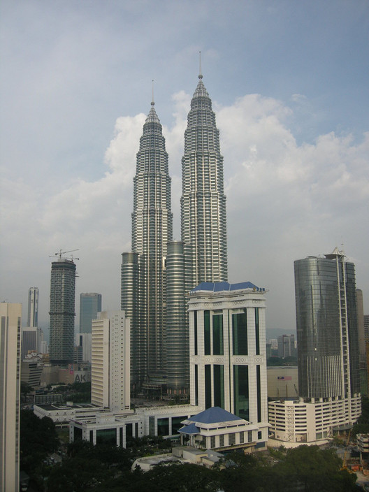 Petronas Towers. Image © <a href='https://www.flickr.com/photos/einalem/1390833018'>Flickr user einalem</a> licensed under <a href='https://creativecommons.org/licenses/by-sa/2.0/'>CC BY-SA 2.0</a>