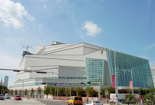 Adrienne Arsht Center for the Performing Arts. Image Courtesy of Wikimedia user: Averette licensed under CC BY 3.0