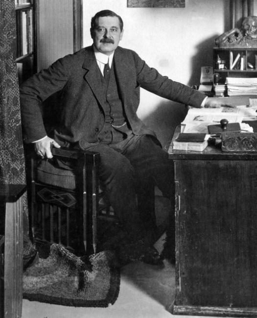 Peter Behrens portrait taken by Waldemar Titzenthaler c.1913. (Public domain)