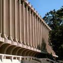 Jack Langson Library at University of California (Irvine). Image Courtesy of Wikimedia user TFNorman (public domain)