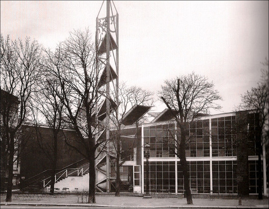 Soviet Pavilion at the Paris Exposition Internationale des Arts Décoratifs et Industriels Modernes (1925) / Konstantin Melnikov. Image © <a href='http://www.flickr.com/photos/27862259@N02/5842277086'>Flickr user kitchener.lord</a> licensed under <a href='http://creativecommons.org/licenses/by-nc-nd/2.0/'>CC BY-NC-ND 2.0</a>