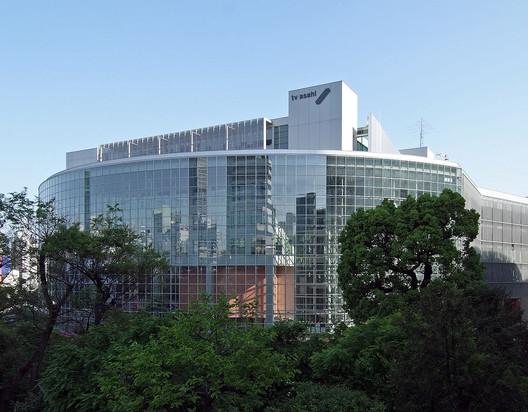 TV Asahi Headquarters (Tokyo, 2003). Image © <a href='https://commons.wikimedia.org/wiki/File:TV_Asahi_Headquarters_2010.jpg'>Wikimedia user Wiiii</a> licensed under <a href='https://creativecommons.org/licenses/by-sa/3.0/deed.en'>CC BY-SA 3.0</a>