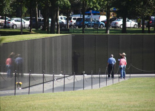 Vietnam Veterans Memorial. Image © <a href='https://www.flickr.com/photos/timevanson/8017951874'>Flickr user Tim Evanson</a> licensed under <a href='https://creativecommons.org/licenses/by-sa/2.0/'>CC BY-SA 2.0</a>