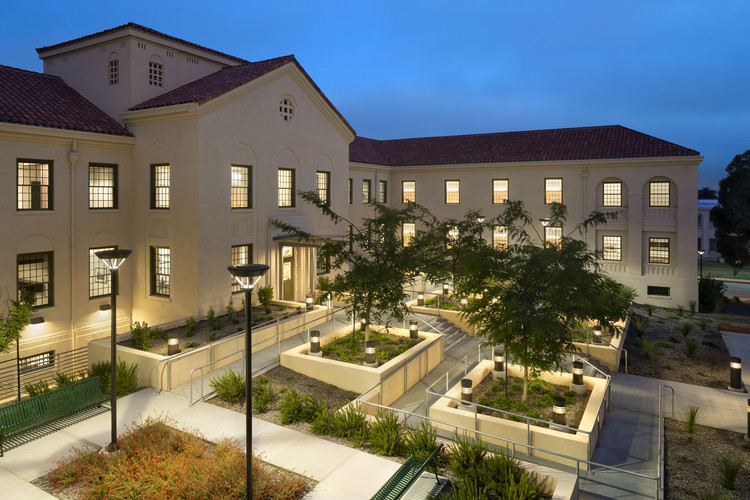 Specialized Housing: Homeless Veterans Transitional Housing, VA Campus; Los Angeles / LEO A DALY. Image Courtesy of AIA
