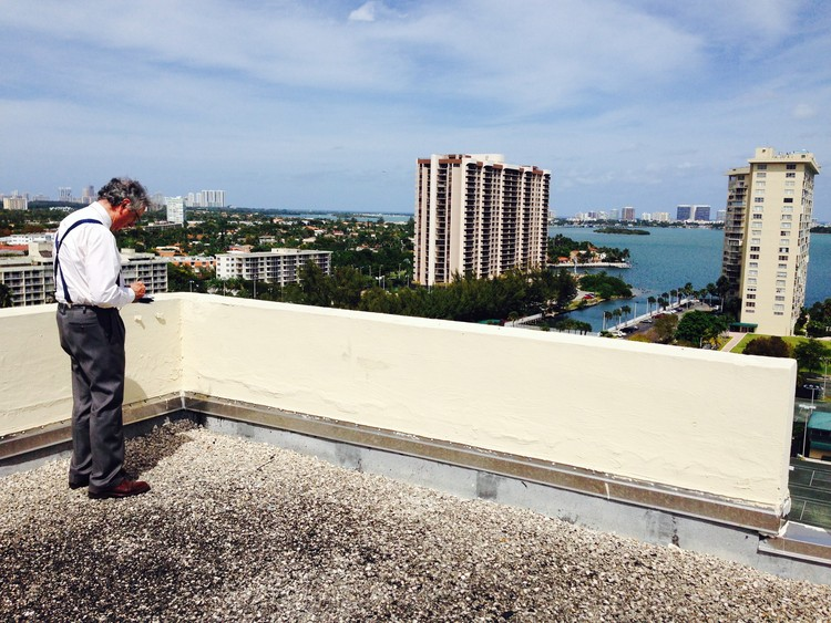 Moneo overlooks the project's site, to the right of frame, from a nearby rooftop. Image Courtesy of Apeiron Miami
