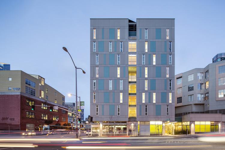Rene Cazenave Apartments; San Francisco/ Leddy Maytum Stacy Architects and Saida + Sullivan Design Partners, Associated Architect. Image © Tim Griffith