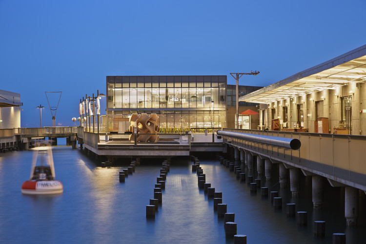 Exploratorium at Pier 15; San Francisco /EHDD. Image © Bruce Damonte