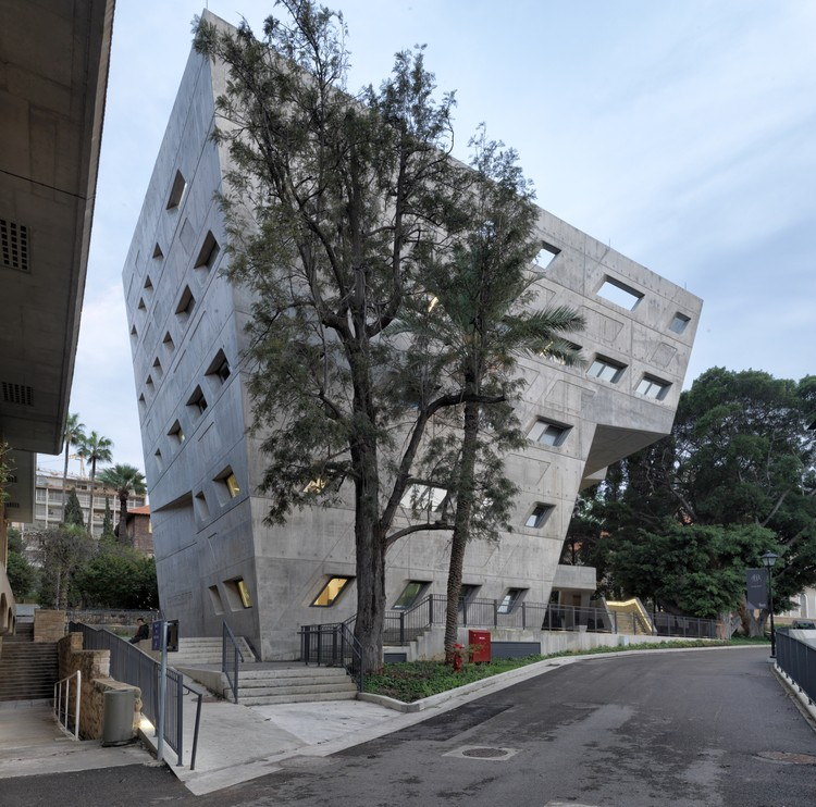 Issam Fares Institute, Beirut, Lebanon, Zaha Hadid Architects. Image Courtesy of The Aga Khan Award for Architecture