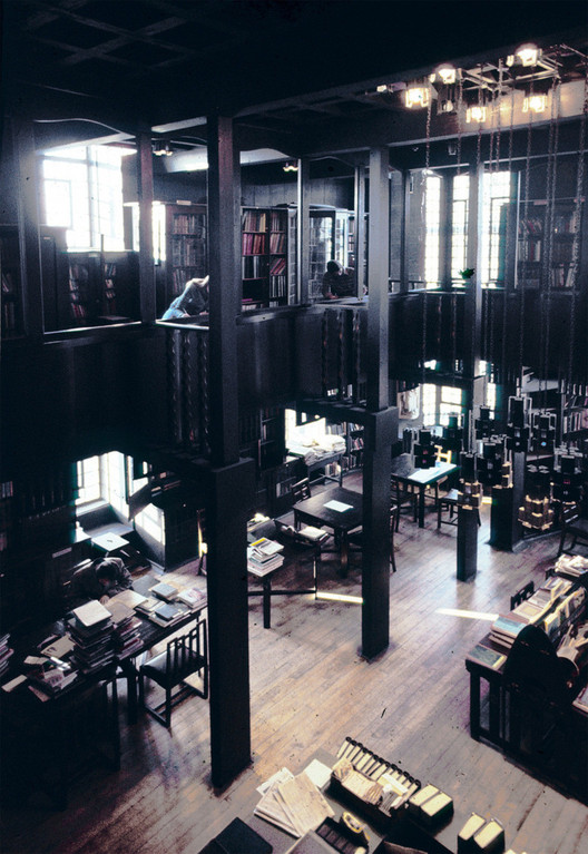 Glasgow School of Art Library. Image © Gordon Hawes <a href='http://the-mac-photo-archive.net/'>via The Mac Photographic Archive</a>