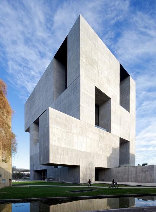 Innovation Center UC - Anacleto Angelini. Image © Nico Saieh