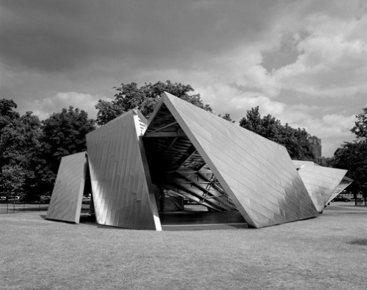 Serpentine Pavilion 2001. Image © Helene Binet