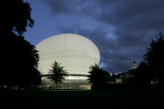 Serpentine Pavilion 2006. Image © John Offenbach