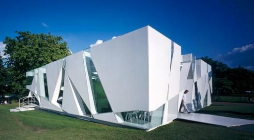 Serpentine Pavilion 2002. Image © Sylvain Deleu