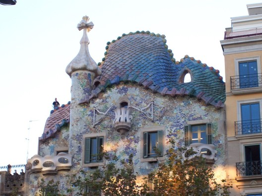 Casa Batlló. Image © <a href='https://www.flickr.com/photos/srboisvert/306517767'>Flickr user srboisvert</a> licensed under <a href='https://creativecommons.org/licenses/by/2.0/'>CC BY 2.0</a>
