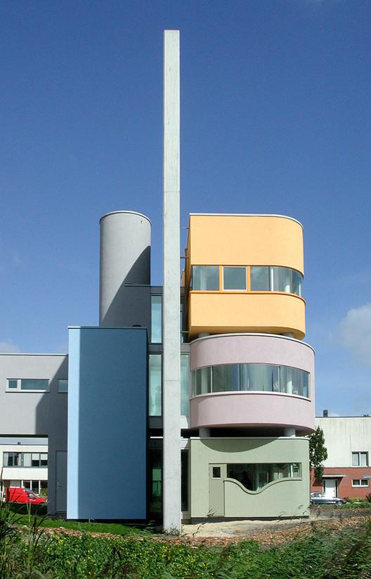 Wall House II, built 2001 in the Netherlands. Image  Liao Yusheng