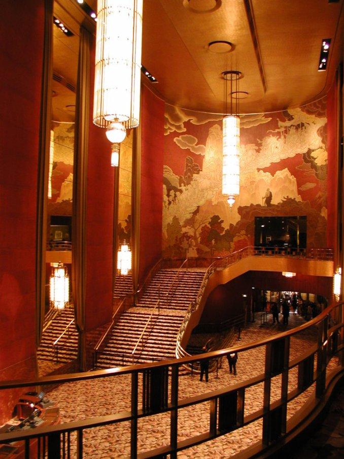 Radio City Tiyatrosu merdivenleri ve iç mekanı.