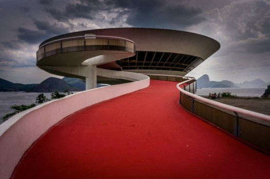 Niterói Contemporary Art Museum. ImageImage © <a href='https://www.flickr.com/photos/gameoflight/13034234305'>Flickr user gameoflight</a> licensed under <a href='https://creativecommons.org/licenses/by-nc-sa/2.0/'>CC BY-NC-SA 2.0</a>