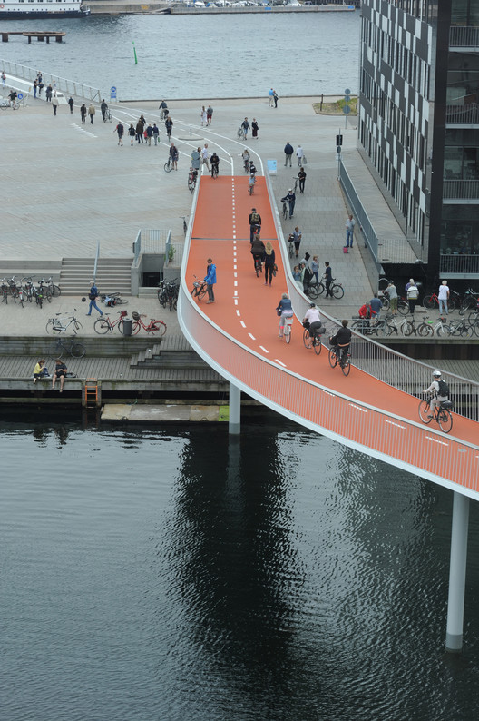 DISSING+WEITLING Architecture's Bicycle Snake in Copenhagen. Amenities such as bikeways are good for sustainability on a local level, but they have negative effects on a wider level that most cities fail to measure. Image © DISSING+WEITLING Architecture