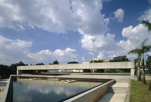 Museu Brasileiro de Escultura (MuBE), 1995. Image © Nelson Kon