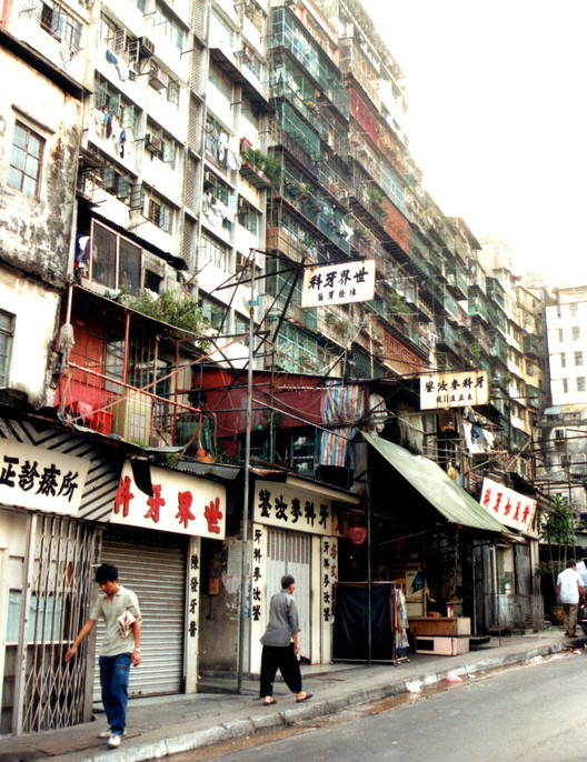 Kowloon Walled City in 1991. Image © <a href='https://commons.wikimedia.org/wiki/File:Kowloon_Walled_City_1991.jpg'>Roger Price via Wikimedia</a> licensed under <a href='https://creativecommons.org/licenses/by/2.0/deed.en'>CC BY 2.0</a>
