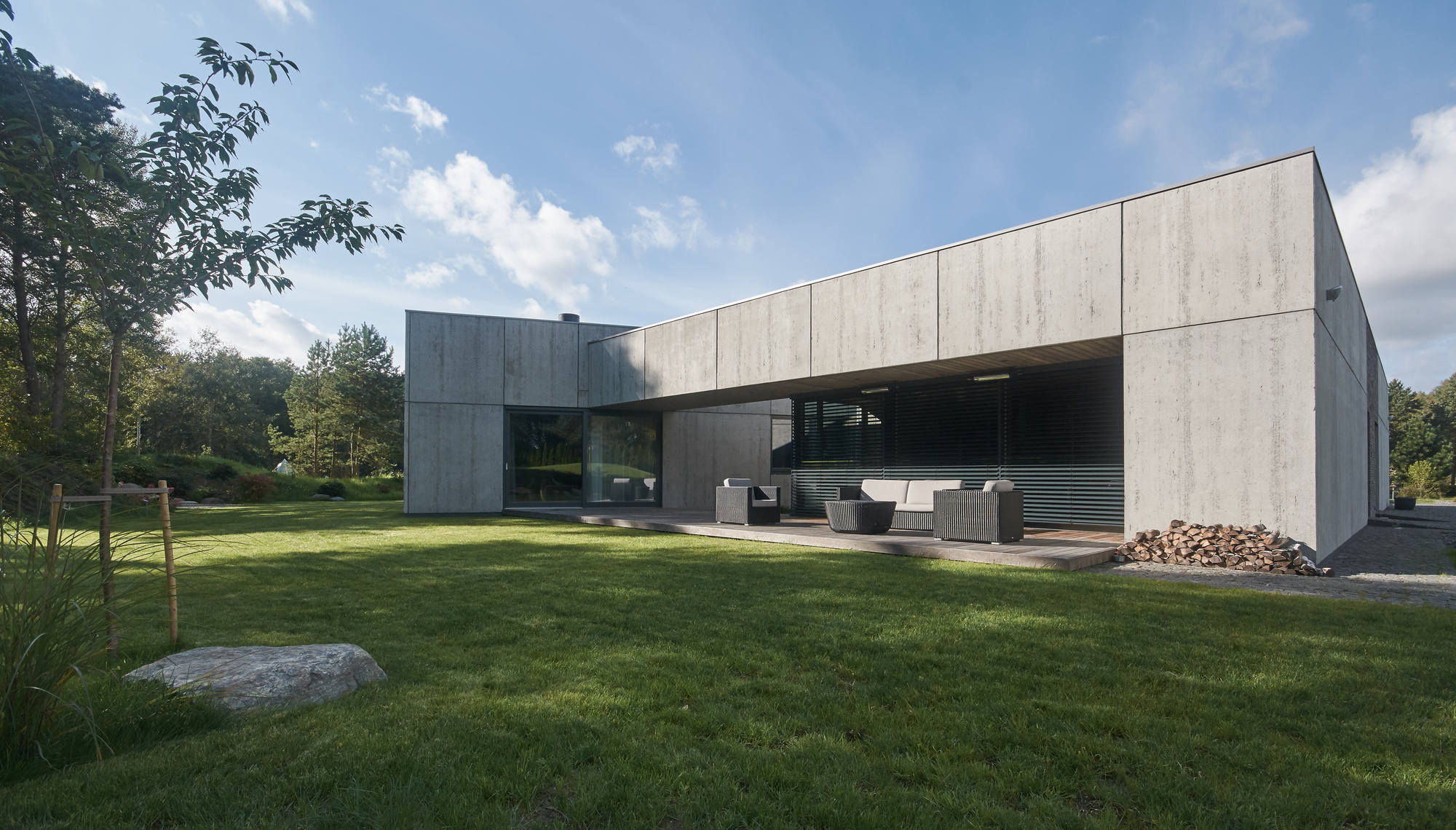 Gallery Of Residential Minimalist Concrete House / NEBRAU