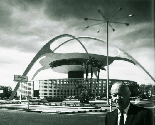 LAX Theme Building, completed with Pereira & Luckman, 1961. Image Courtesy of the AIA