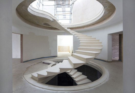 <a href=''>Stone staircase developed by Webb Yates Engineers and The Stonemasonry Company</a> for a residential design by RAL Architects. Image © Agnese Sanvito