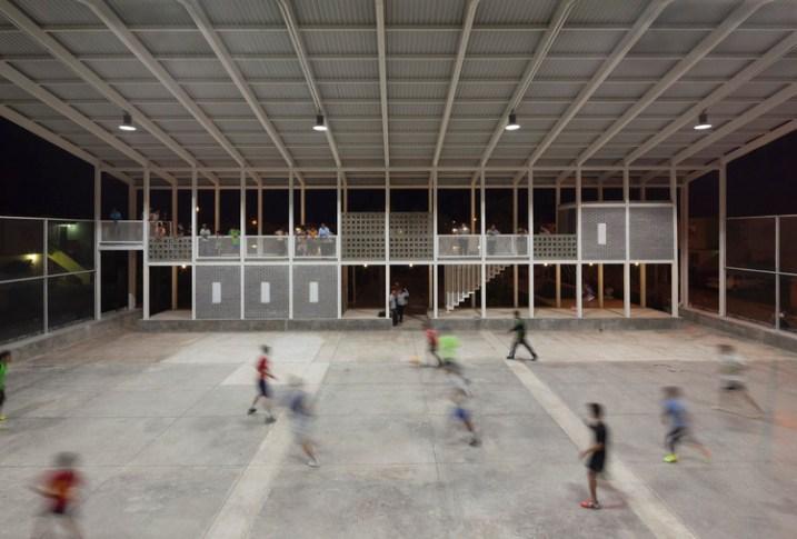 CANCHA / Rozana Montiel | Estudio de Arquitectura. Imagen © Sandra Pereznieto