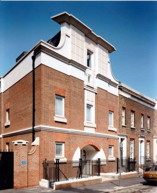 Mercers' House, Essex Road, Highbury, London, by John Melvin (1992), photographed by Martin Charles. Doctors' Surgery frontage to Mitchison Road. Image © John Melvin