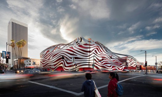 PETERSEN AUTOMOTIVE MUSEUM; Los Angeles, California / Kohn Pedersen Fox Associates. Image Courtesy of The American Architecture Awards