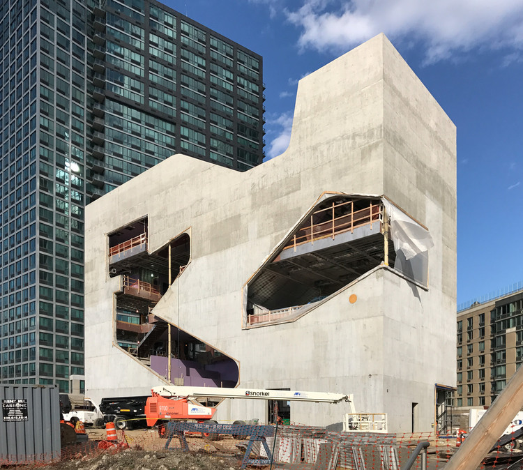Hunters Point Community Library. Image © Steven Holl Architects