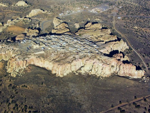 © <a href='https://commons.wikimedia.org/wiki/File:Aerial_View_of_Acoma_Sky_City.jpg'>Wikimedia user Marshall Henrie</a> licensed under <a href='https://creativecommons.org/licenses/by-sa/3.0/deed.en'>CC BY-SA 3.0</a>