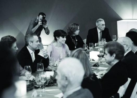 Cena que organizó la artista con la familia de Luis Barragán. Image Cortesía de Museo Universitario de Arte Contemporáneo