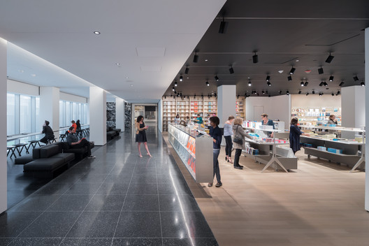 View of the second floor looking east with new Museum Store, espresso bar and The Daniel and Jane Och Lounge. Image © Iwan Baan