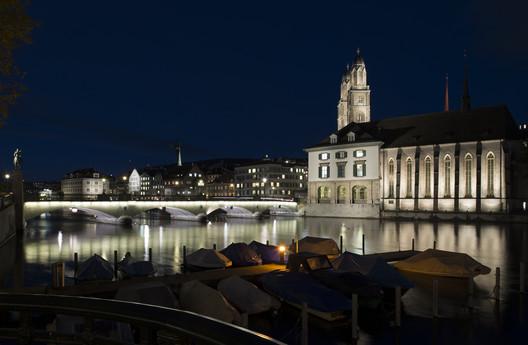 Lighting of Münsterbrücke, bridge, Zürich. Photo by Juliet Haller. Image © Stadt Zürich