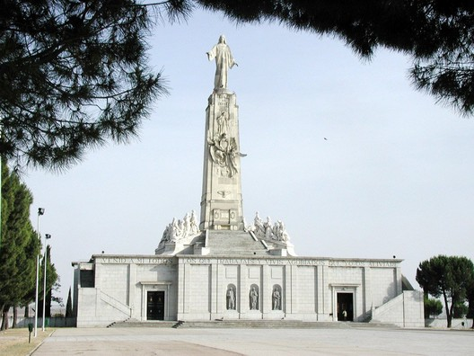 Hill of the Angels in Madrid. Image © <a href='https://commons.wikimedia.org/wiki/File:Cerro-angeles1.jpg'>Wikimedia user Miguel303xm</a> licensed under <a href='http://https://creativecommons.org/licenses/by-sa/2.5/deed.en'>CC BY-SA 2.5</a>